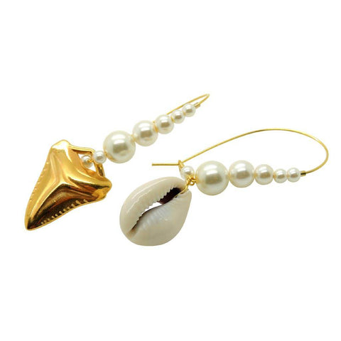 SHARK TOOTH AND SEASHELL CHARM PEARL HOOP EARRINGS