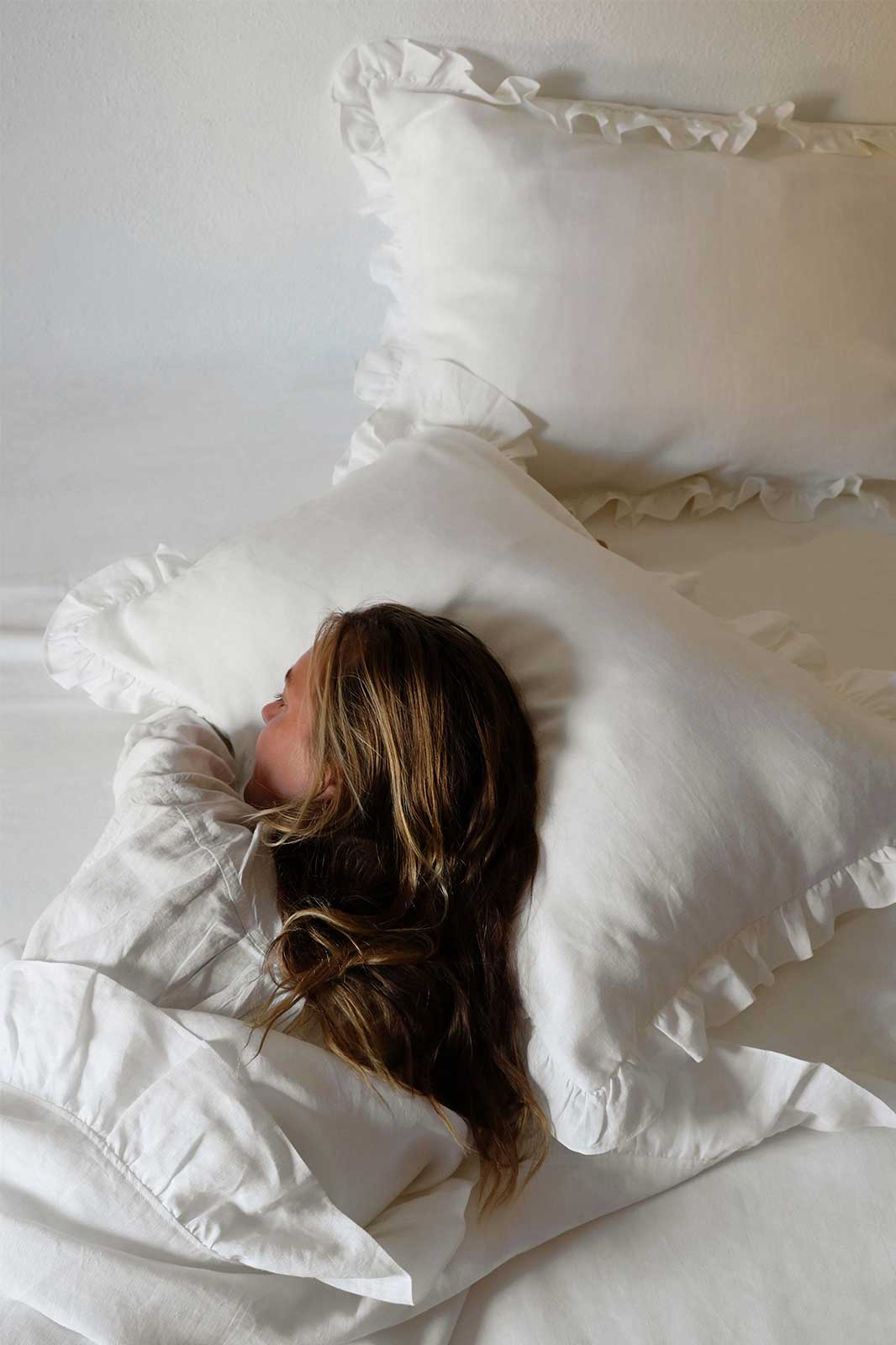 arkitaip Bedding The Ruffled Casita Linen Flat Sheet in White