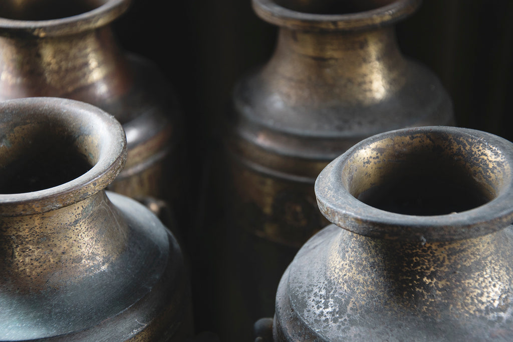 Upclose photo of decorative metal urns. Dig Haushizzle