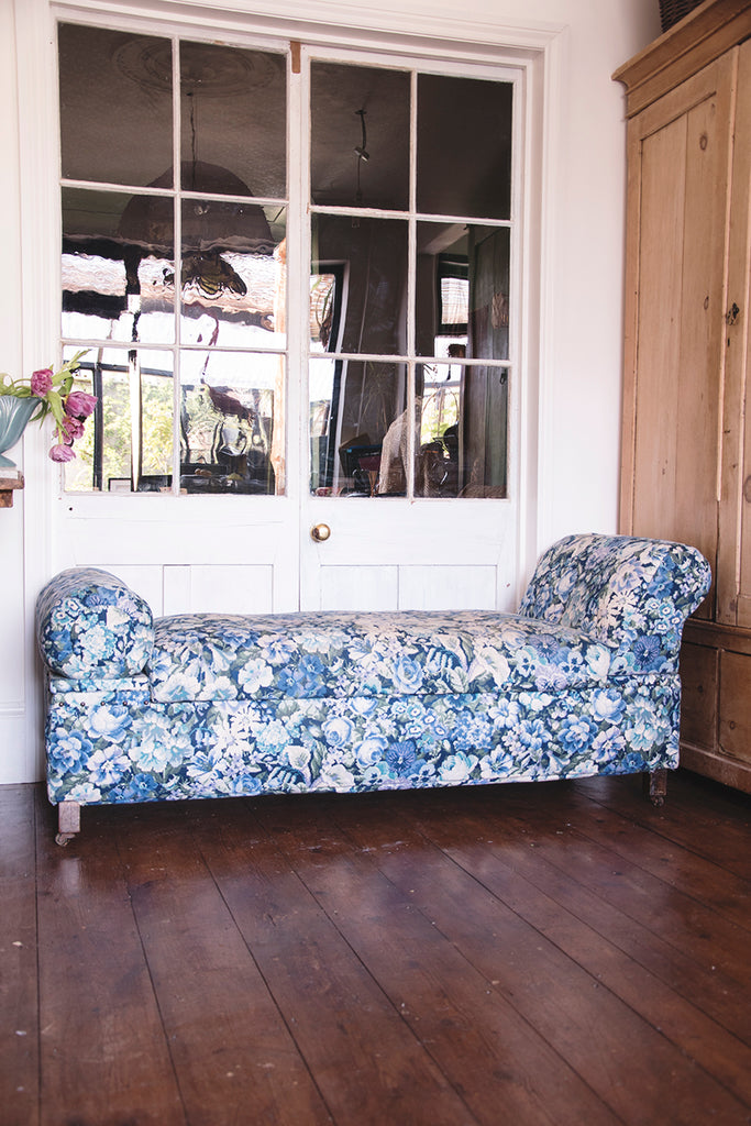 Upholstered Antique day bed in Blue and white fabric. Dig Haushizzle Cassie Nicholas Bristol. Antique Shop