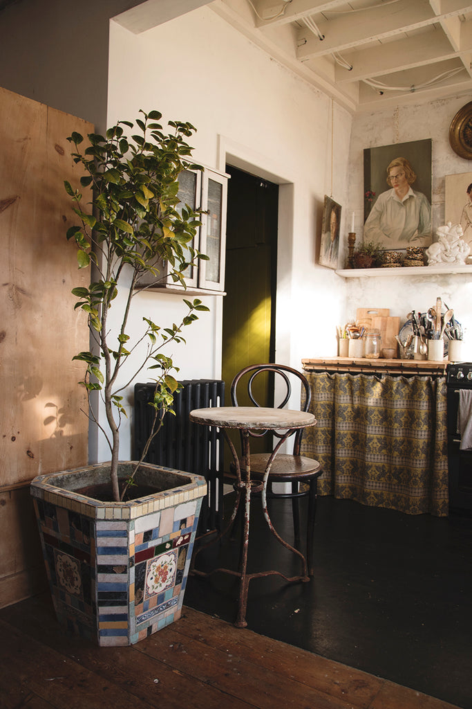 Home styling and interior design in Bristol Dig Haushizzle Antique Shop In Bristol. Cassie Nicholas