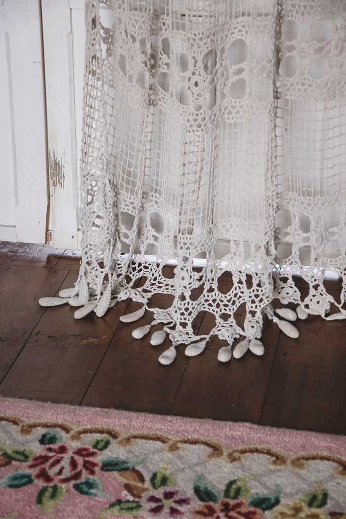 Vintage Crochet Curtain. Decorative antiques Bristol Dig Haushizzle