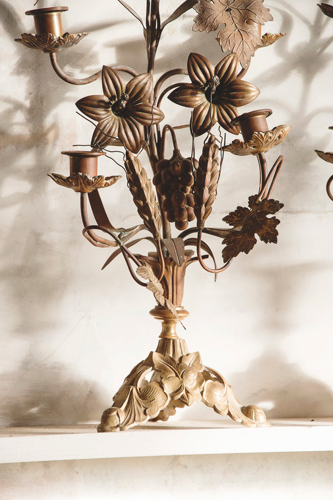 Flower candelabra . interior design Bristol. Dig Haushizzle Antique Shop In Bristol. Cassie Nicholas