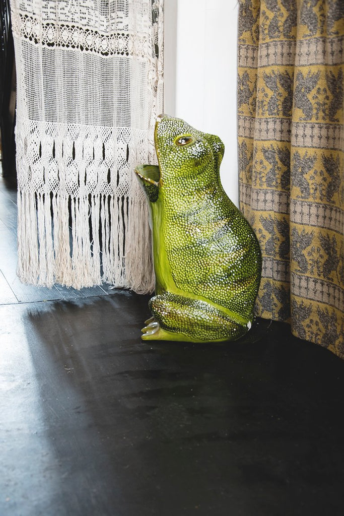 Decorative antiques. Italian ceramic frog by Gumps. Prop hire dig haüshizzle bristol