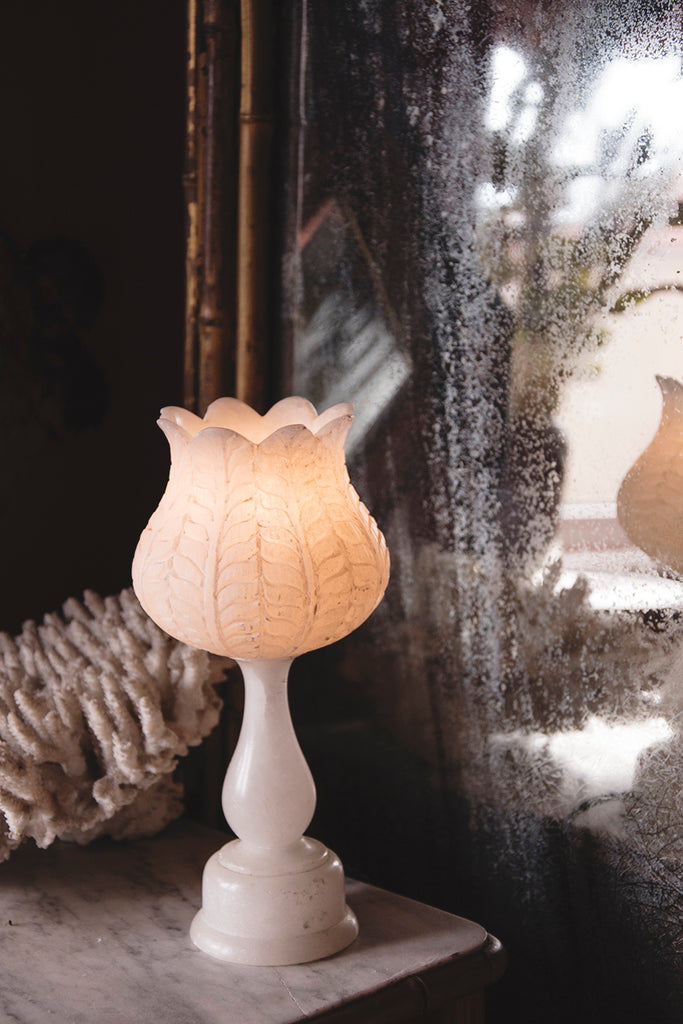 Vintage alabaster lamp in the shape of an urn.
