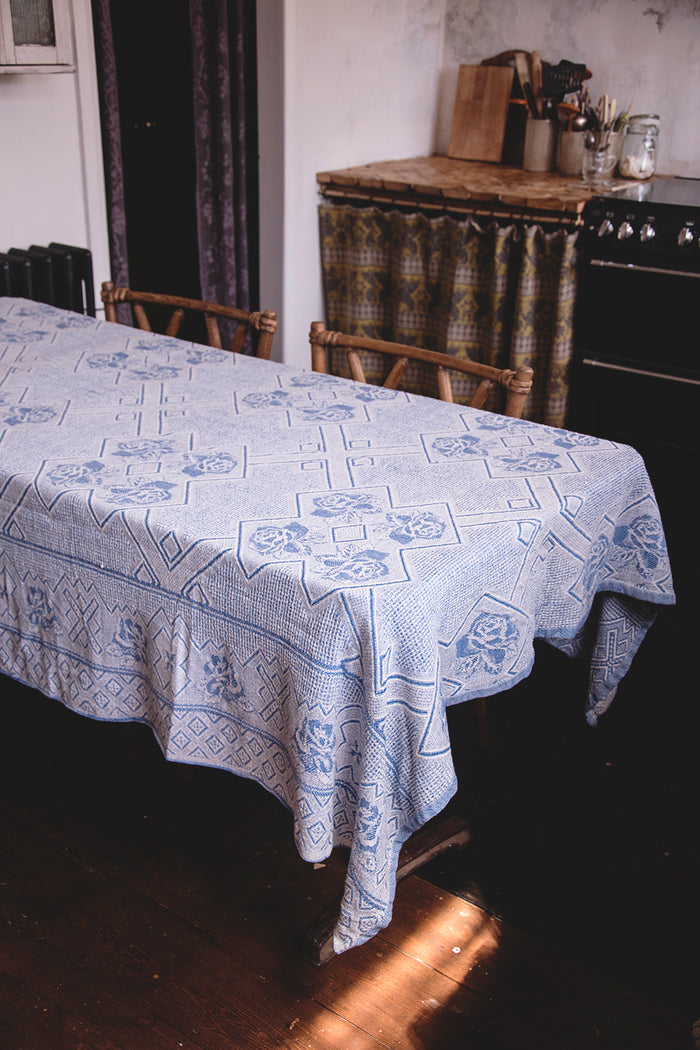 Vintage Blue and White Cotton Tablecloth. Decorative textiles Dig Haushizzle Bristol