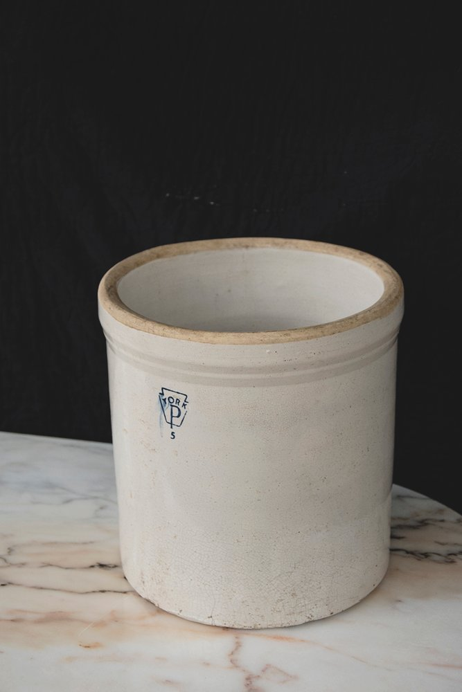 A vintage American Pfaltzgraff York 5 Gallon Crock Pot. A glazed earthenware pot that could make a good planter. Bristol