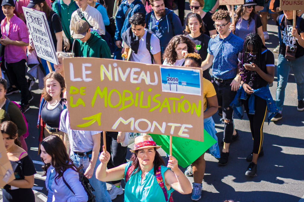 le niveau de la mobilisation monte picket sign in Montreal during the strike for climate
