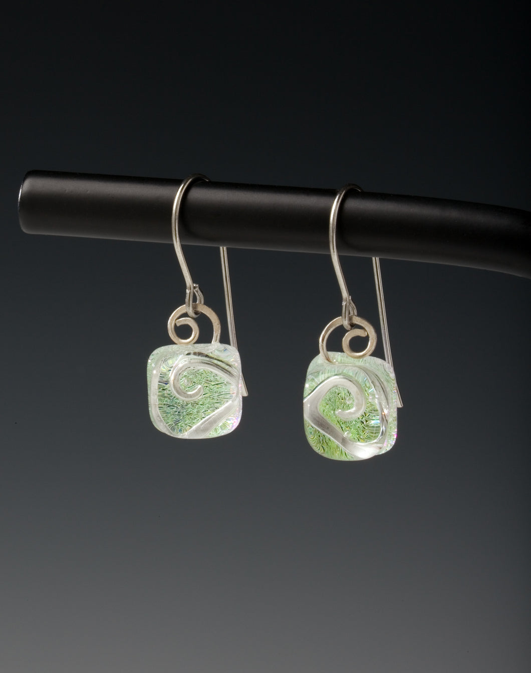 Earring Swirl Light Green ©