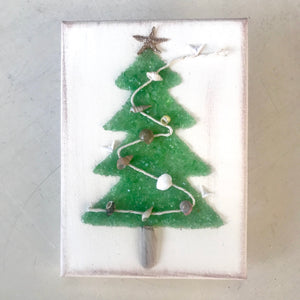 T1537 5x7 green glass garland tree