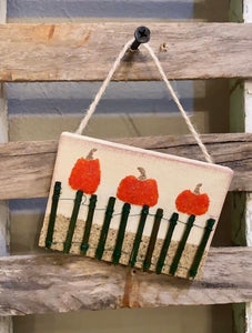 T1547 pumpkins on beach fence