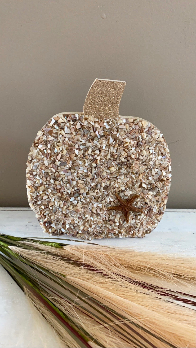 T1616 large wood pumpkin with shell mix