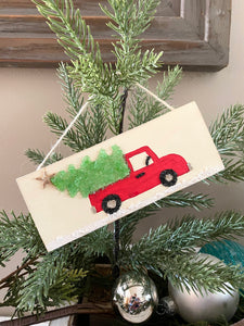 T1598 wood hanging red truck/tree