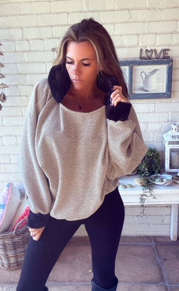Taupe hoodie with faux fur