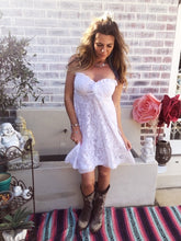 White lace sweetheart dresss