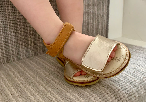 Sandals in Gold & Cognac