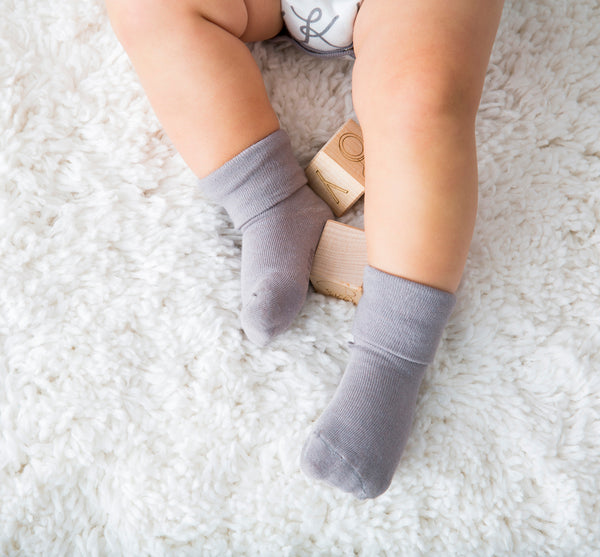 Modern Solid Colored Comfy Socks