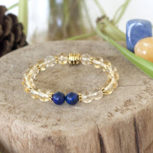 chakra healing energy of citrine and lapis lazuli providing creativity and clarity in this crystal healing stretch bracelet.