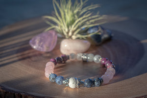 Anti-anxiety crystal bracelet that helps with panic attacks and stress. Made of rose quartz, sodalite, lepidolite, moonstone and howlite. Product of calmerspirit.com