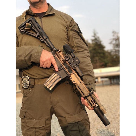 Police Officer at Charlies Custom Clones showing new Mk18 short barreled rifle with Geissele M4 CQB Upper Receiver Group (URGi)