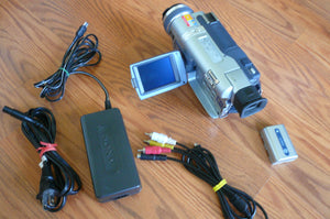 Sony DCR-TRV325e digital8 pal system camcorder plays 8mm Hi8 digital8 in Pal & NTSC