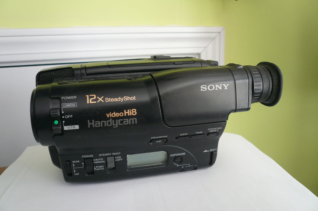 Sony CCD-TR400 Hi8 heavy duty NTSC camcorder plays 8mm Hi8 analog tapes