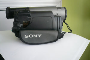 Sony CCD-TRV101 Hi8 heavy duty NTSC camcorder plays 8mm Hi8 analog tapes