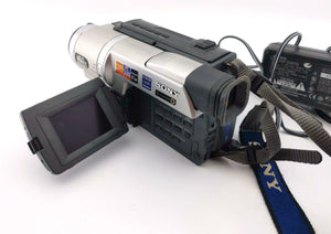 sony CCD-TRV308 Hi8 heavy duty NTSC camcorder plays 8mm Hi8 analog tapes