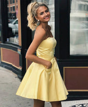 A-Line Sweetheart Satin Short/Mini Homecoming Dress With Pocket