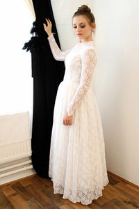 Vintage A-Line Lace Wedding Dresses with Long Sleeves
