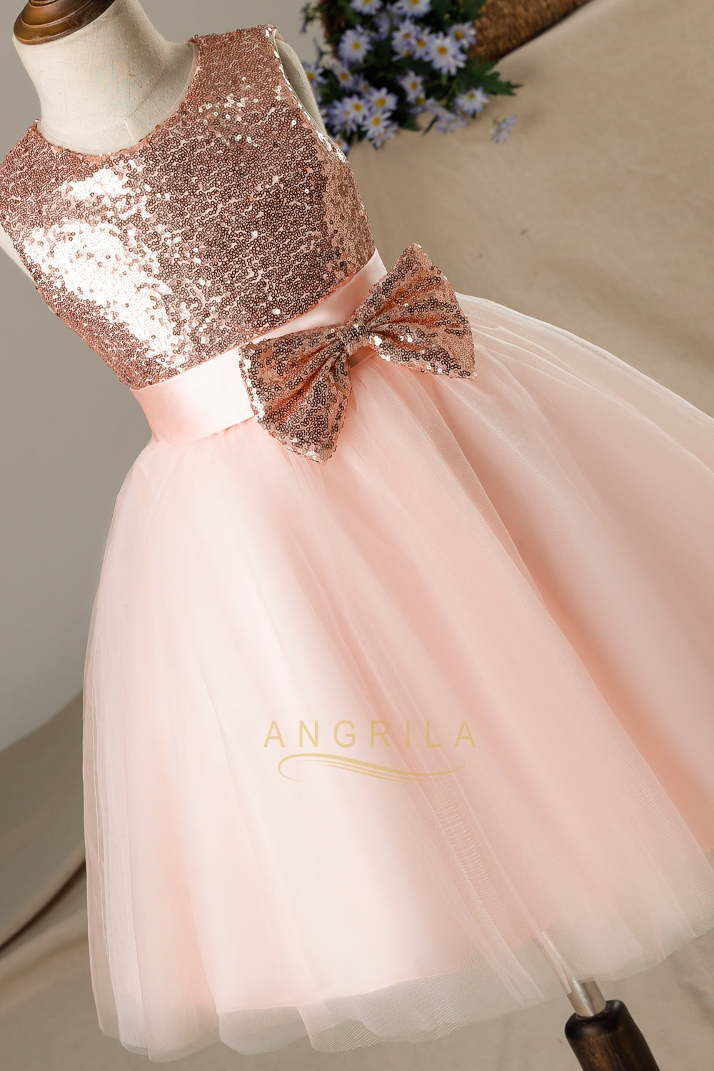 A-line/Princess Sequined Sleeveless Flower Girl Dresses with Bows