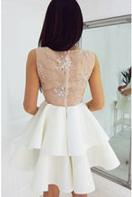 V-Neck Lace Appliques Short Homecoming Dresses