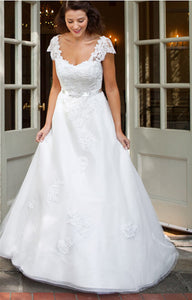 A-line Cap Sleeves Sweetheart Lace Appliques Long Bridal Wedding Dresses