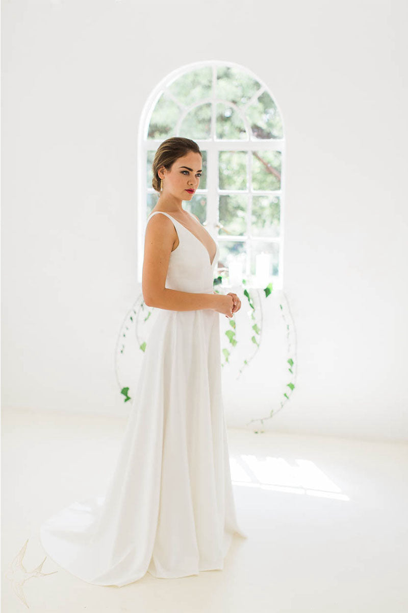 V-neck Open Back Elegant Wedding Dress