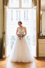 A-Line/Princess Scoop Neck Lace Wedding Dress with Beading