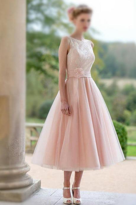 Concise A-line/Princess Sleeveless Tea-length Tulle Bridesmaid Dresses