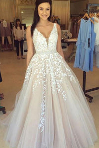 Chic V-Neck Tulle Ball Gown Long Prom Dresses with Lace Appliques