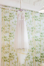 A-Line/Princess Scoop Neck Sweep Train Lace Wedding Dress with Appliques Lace