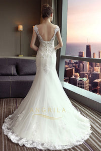 Trumpet/Mermaid Scoop Neck Chapel Train Lace Wedding Dress with Appliques Lace