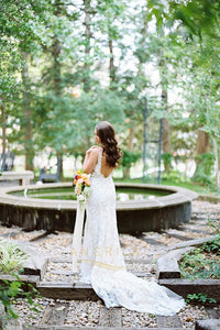Trumpet/Mermaid V-neck Lace Wedding Dress