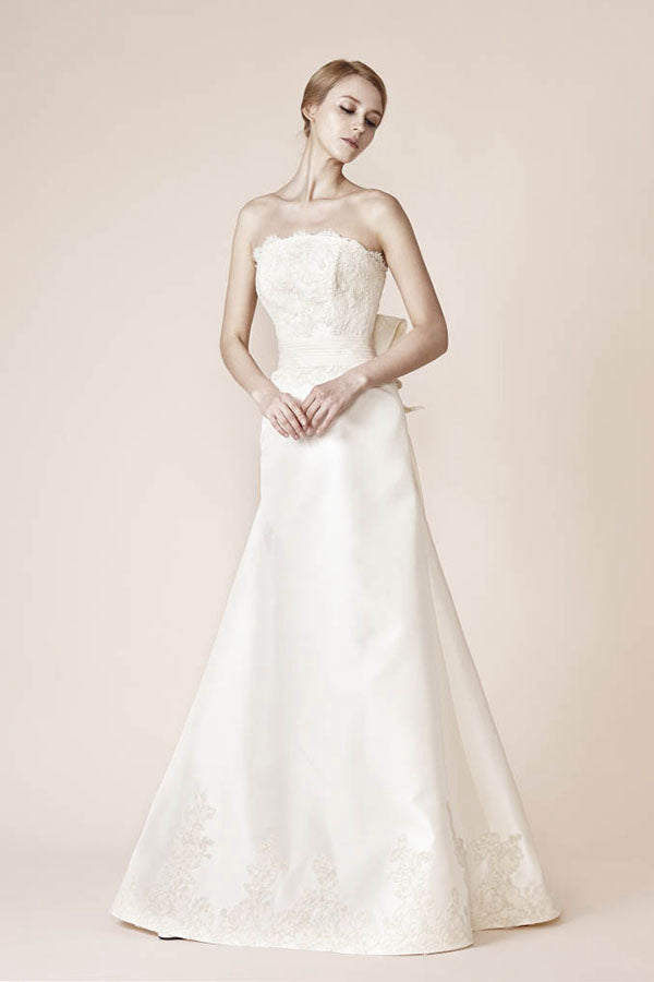 A-Line/Princess Strapless Chapel Train Lace Wedding Dress with Bow(s)