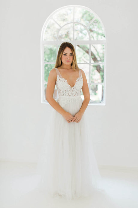 Bohemian Deep V-Neck Lace & Tulle Wedding Dresses
