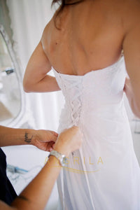 A-line/Princess Open Back Strapless Lace Applique Wedding Dresses