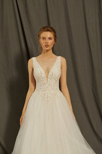 A-line/Princess Deep V-Neck Sleeveless Wedding Dresses with Lace Appliques