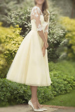 Bravo A-line/Princess 1/2 Sleeves Lace Appliqued Covered Button Wedding Dresses