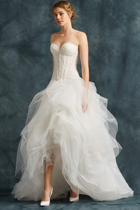 High-Low Sweetheart Neckline Layers Wedding Dresses with a Wide Skirt in Tulle Draped