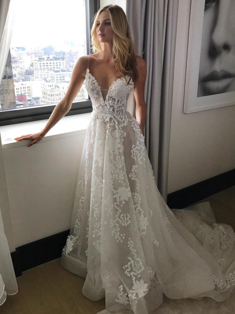 A-Line/Princess Tulle V-neck Sweep Train with Appliques Lace Wedding Dresses