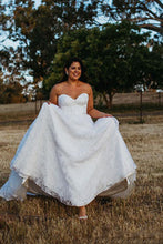 Appliques Sweep Train Sweetheart Plus Size Wedding Dresses