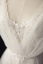Tulle Sweep Train Appliques Lace Wedding Dresses