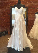 Sweetheart Floor-Length Appliques Lace Wedding Dresses
